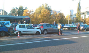 Wypadek 4 samochodów na Trasie Łazienkowskiej