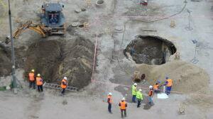 """Dziura na budowie metra. """"Ma 2-3 metry średnicy"""""""