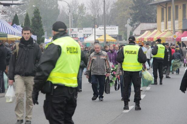 Kordon policji Artur Węgrzynowicz / tvnwarszawa.pl