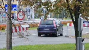 """Znaki zakazu na Ursynowie. """"Dla mistrzów kierownicy to nie problem"""""""