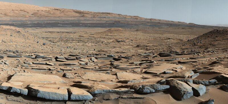 Panorama krateru Gale zrobiona z Curiosity (NASA)