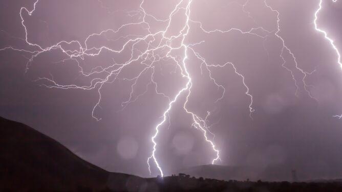 Uwaga na burze. Ostrzeżenia i prognoza zagrożeń IMGW