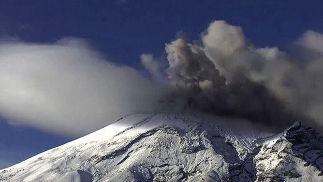 Dał o sobie znać kłębami dymu. <br />Erupcja wulkanu Popocatepetl