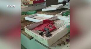 Puste stragany na bazarze w Wuhan